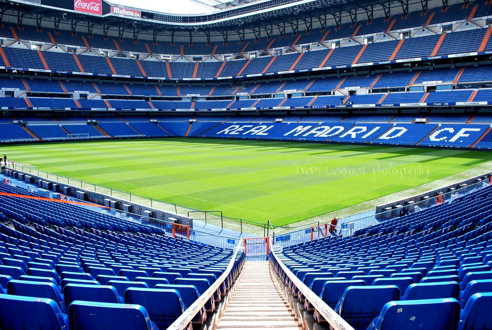 Real madrid stadium wallpapers hd hd wallpapers hd images art photos football pinterest - Soccer stadium hd ...