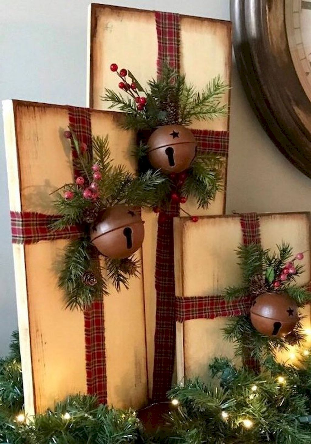 34 Awesome Rustic Farmhouse Christmas Decorating Ideas In 2020 Christmas Decorations Christmas Diy Farmhouse Christmas Decor