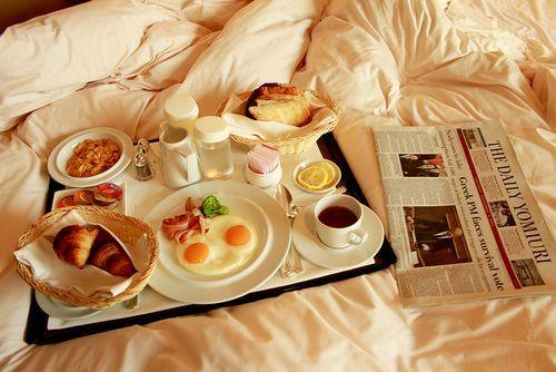 Resultado de imagen para breakfast in bed tumblr