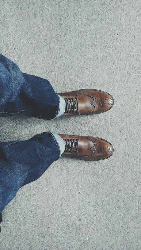 .Brogue boots.Levis.