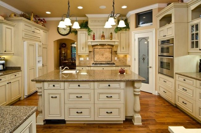Pin By Wendy Murry Rowland On Kitchen Ideas Antique White Kitchen Antique White Kitchen Cabinets Classic Kitchen Cabinets