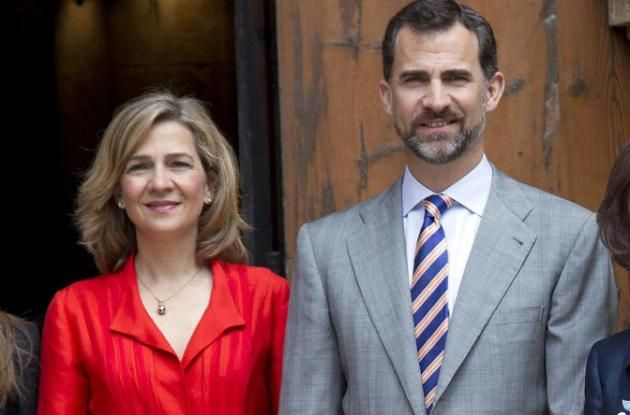 "uk.news.yahoo: A photo from happier times; today King Felipe issued a decree stripping his sister Infanta Cristina of the title Duchess of Palma in connection with the NOOS scandal, June 11, 2015. The Palace announced: ""The Official Journal of the star will tomorrow (June 12, 2015) publish a royal decree by which His Majesty the King will revoke the use of the title of Duchess of Palma de Mallorca by Her Royal Highness the Infanta Cristina."""