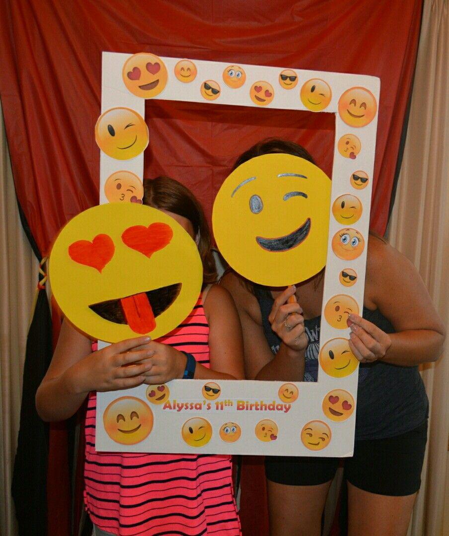 Emoji photo booth birthday ideas pinterest fotomat n fotos y marcos - Decoracion de marcos de fotos ...