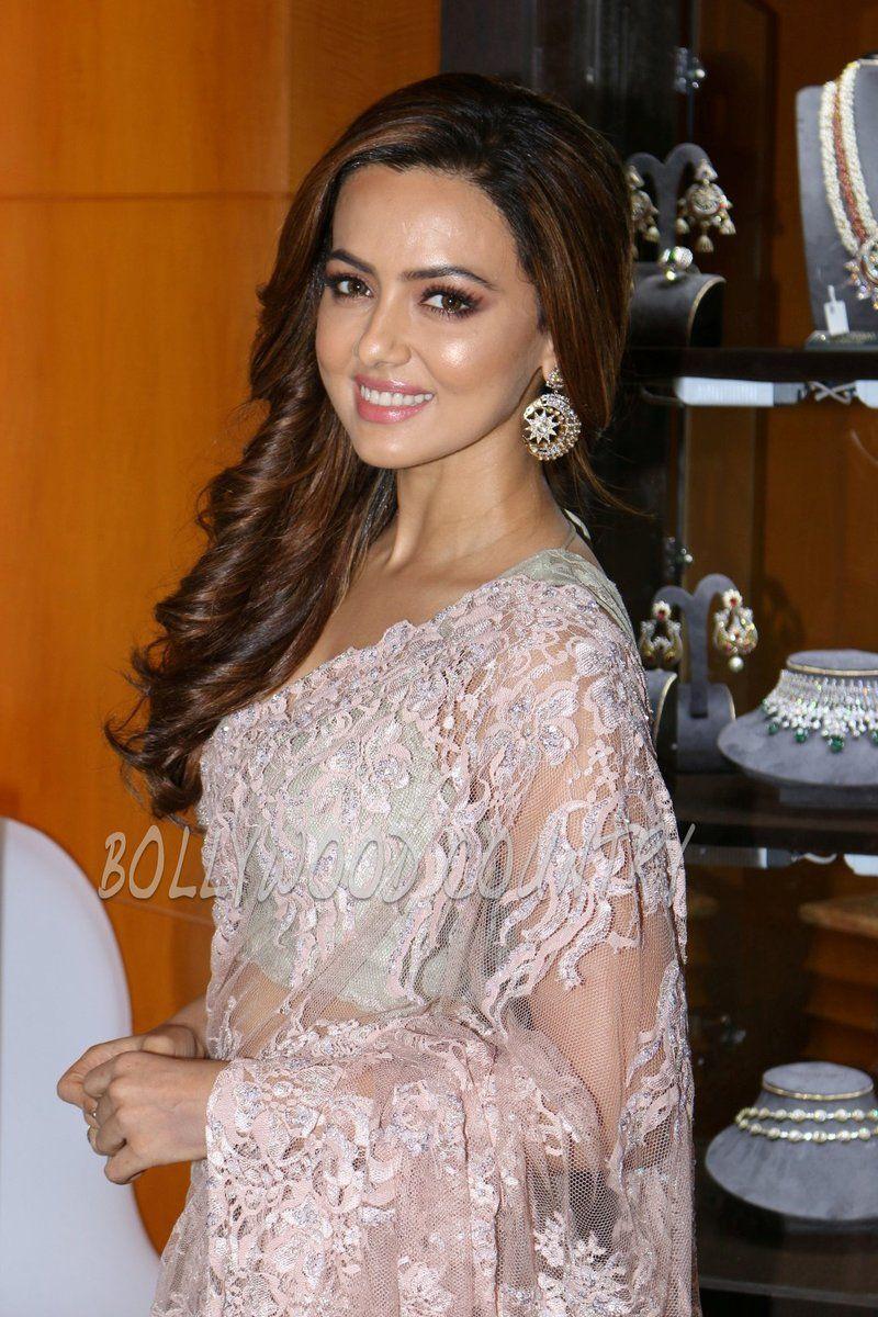 Sana Khaan (sanaak21) Twitter Wedding dresses lace