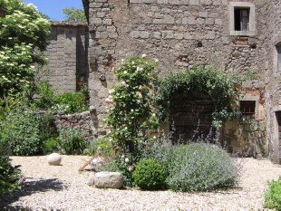 tuscan garden walls - the short retaining wall will look like this