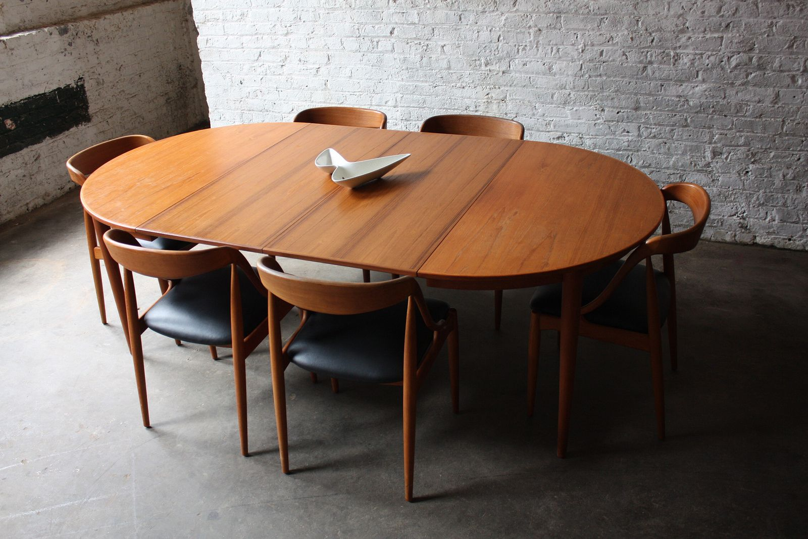 Breathtaking Johannes Andersen Danish Modern Teak Dining Table And Chairs Denmark 1960 S Oval Table Dining Teak Dining Table Scandinavian Dining Room