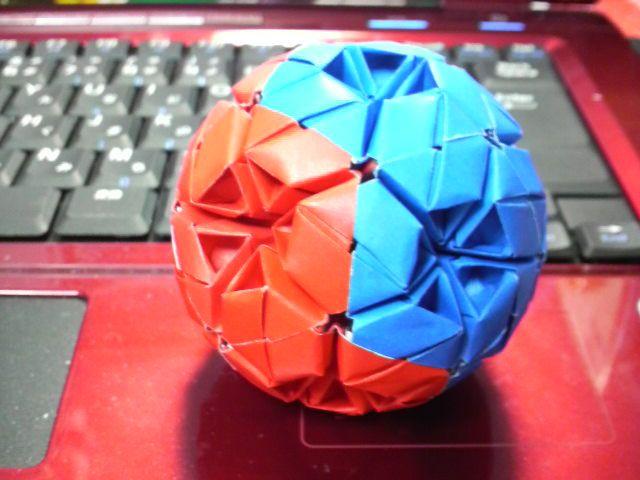 ユニット折り紙の世界 くす玉