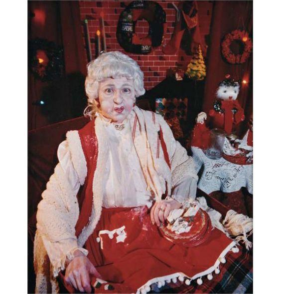 """""""Bu!"""" Buon #SantoStefano a tutti gli #artsharers con Cindy Sherman, in """"Mrs Santa Claus""""!  #incubipostpranzodinatale #rotolare #auguri"""