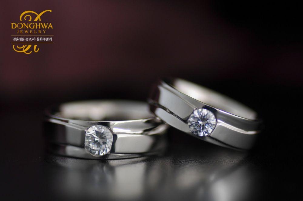 f109d810be4 종로예물 저렴한 가격에 예쁜 디자인반지 찾는다면?#결혼예물 #종로예물 #커플링 #커플링추천 #웨딩밴드 #다이아몬드 #커플반지 #1캐럿 # 1캐럿다이아몬드반지 #1캐럿 ...