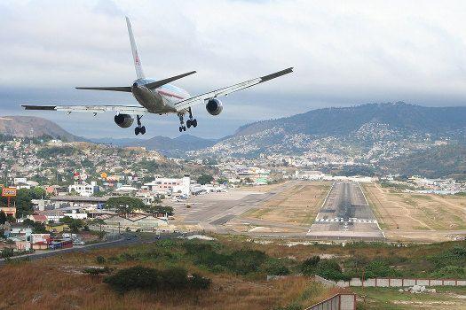The World S Scariest Airport Runways Toncontin Airport Tegucigalpa Honduras Photo By Egmtacahopeful Honduras Travel Tegucigalpa Missions Trip