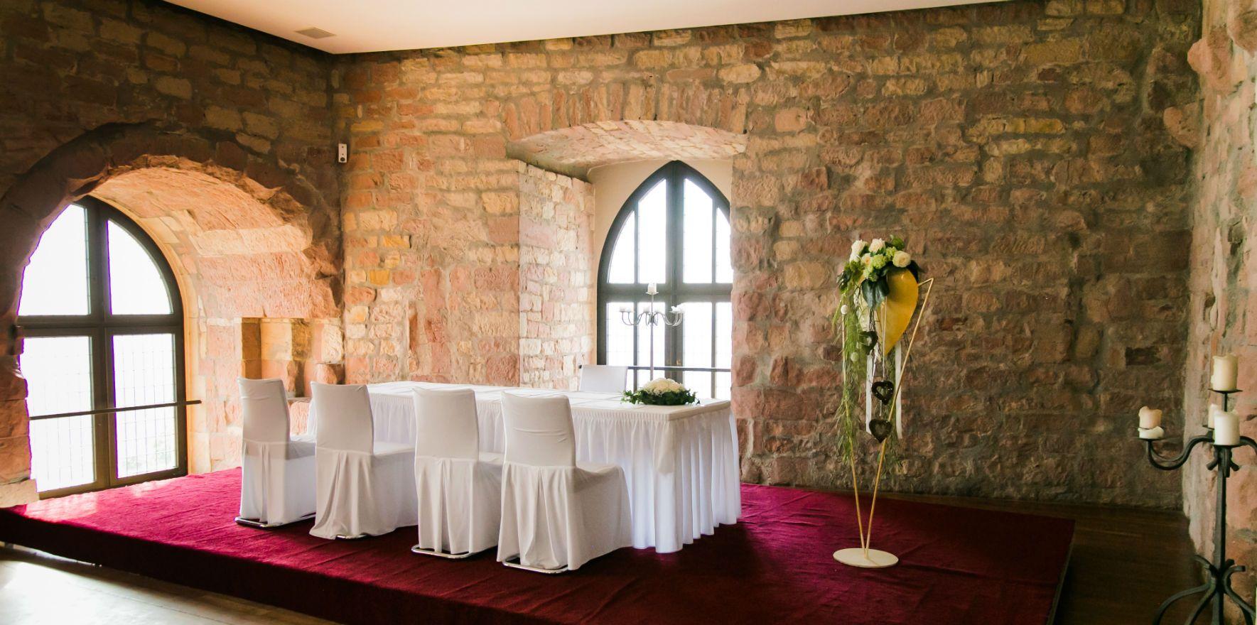 Trauung Im Hambacher Schloss In Der Pfalz Hochzeitslocation Hambacher Schloss Klicke Auf Das Bild Fur Mehr Infos Hambacher Schloss Schloss Trauung