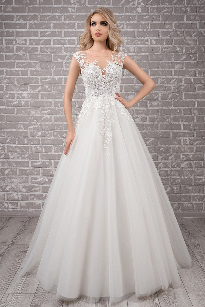 Floral wedding dress with short sleeves and tulle skirt