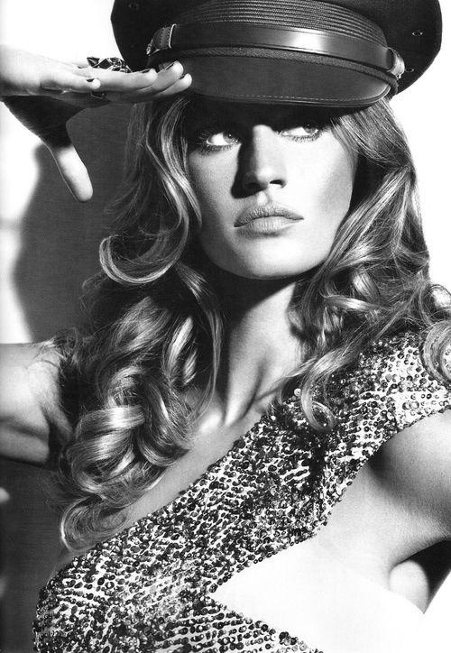 Giselle Bundchen-love the black and white!