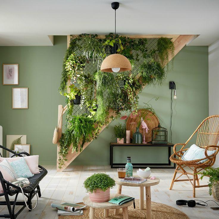 Im Wohnzimmer wird das Treppensteigen zu einem echten Hängegarten! - Leroy Merl ... - Wohnaccessoires #plantsindoor