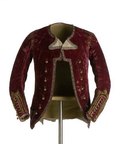 Chaqueta (Jacket), Madrid, ca.1785. Plain velvet silk, trimmed in maroon with a gold metallic thread application. Fitted to the torso,narrow opening and decorated with chenille yarn. The buttons are covered with gold silk threads. Majismo costume, part of the movement in late 18thC Spanish clothing away from the influence of the French and towards a more Spanish style of dress. (c) Museo del Traje
