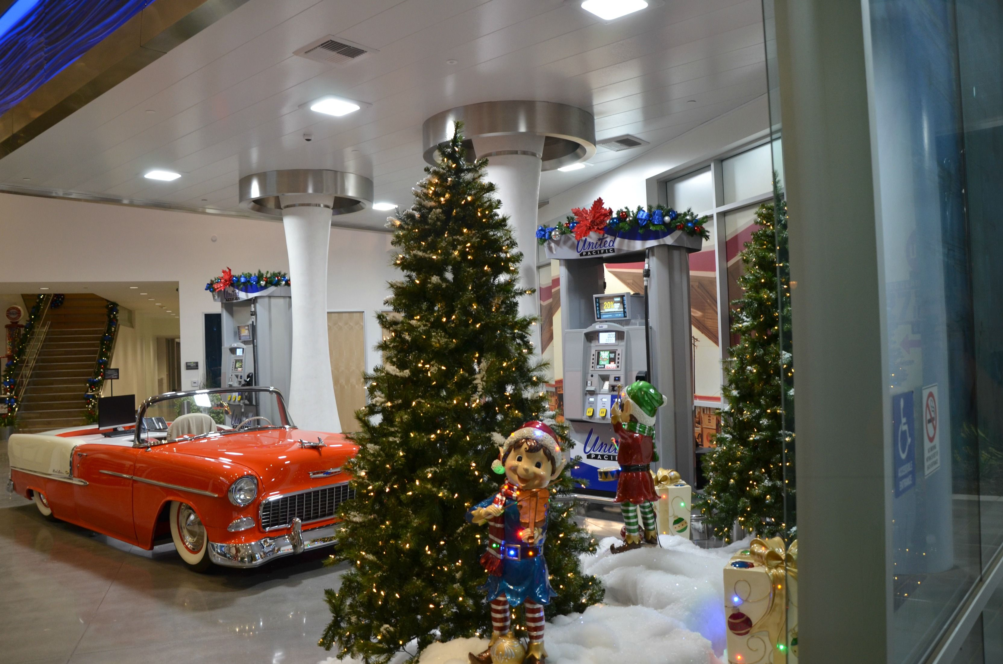 Rent Christmas Decorations.Business Lobby Christmas Scene Rental Commercial Christmas