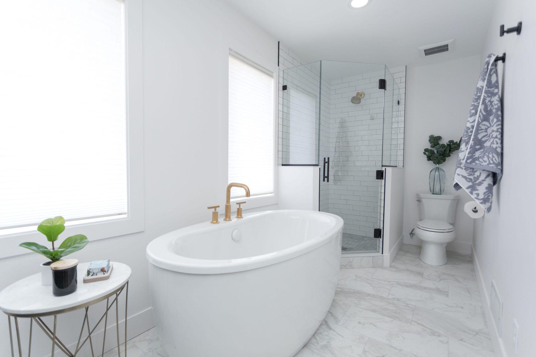 The Best Bathroom Fixtures Construction2style Bathrooms Remodel Bathroom Remodel Master Amazing Bathrooms [ jpg ]