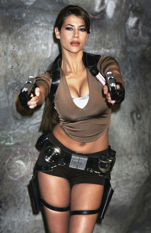 Épinglé sur Karima Adebibe Lara Croft Tomb Raider