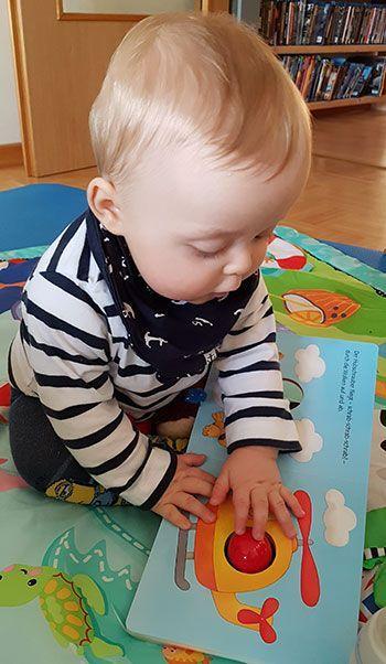 Geschenkideen für 6-9 Monate alte Babys: Von Mama und Baby ausprobiert .... - Üben ...   - Spielen -