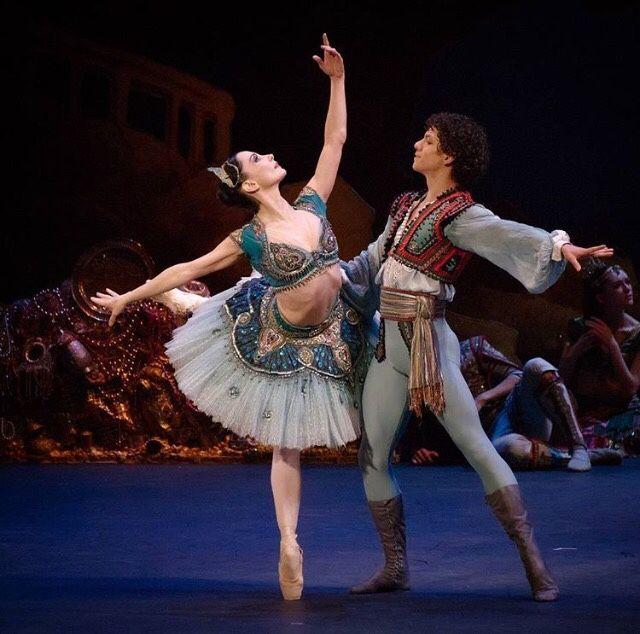 Tamara Rojo and Isaac Hernandez in Le Corsaire with English National Ballet Opéra Garnier Hugo Chargois