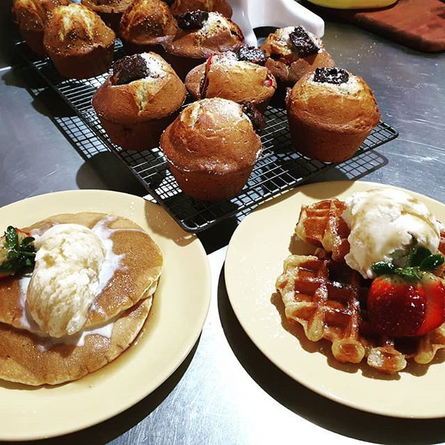 You haven't had breakfast until you have a naughty Duck Duck Goose breakfast! Freshly baked gourmet Strawberry & Chocolate Brownie and Banana & Chia Seed Muffins as well as Buttermilk Pancakes and Belgian Waffles with Ice cream