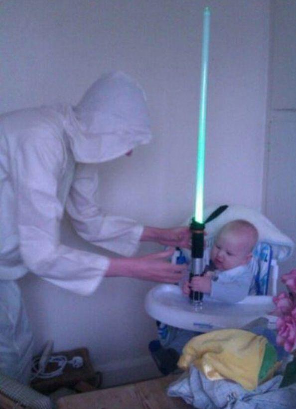 Só pela pegada no sabre de luz já se conhece um Jedi desde o berço.