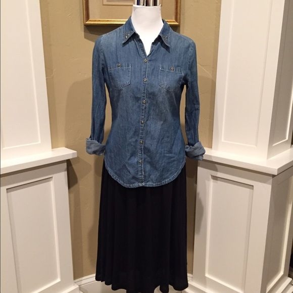L.e.i. Denim Top Cute long sleeve denim top in excellent condition. No pet/non-smoking home. lei Tops