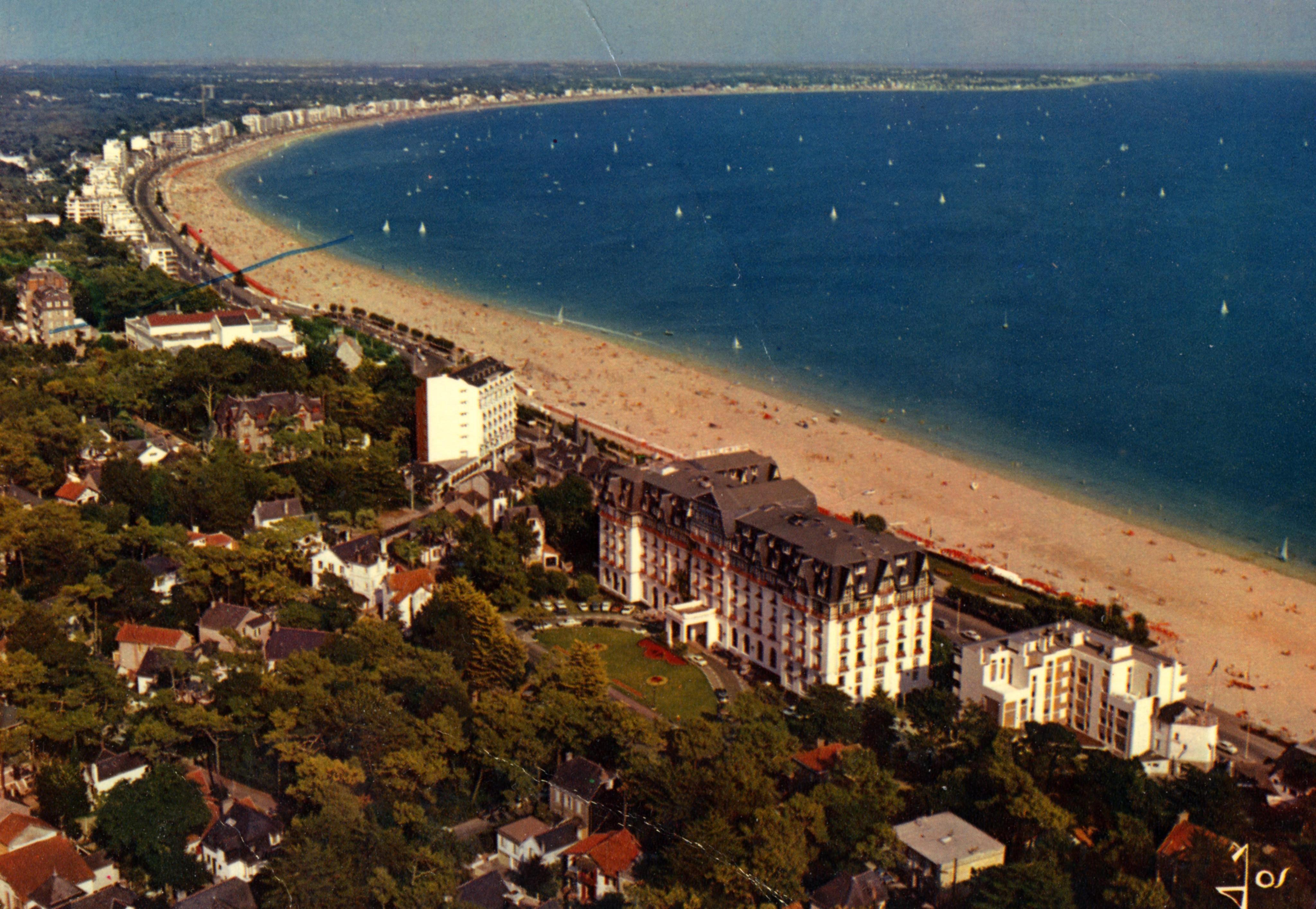 Vue panoramique de la plage - Année 70-80