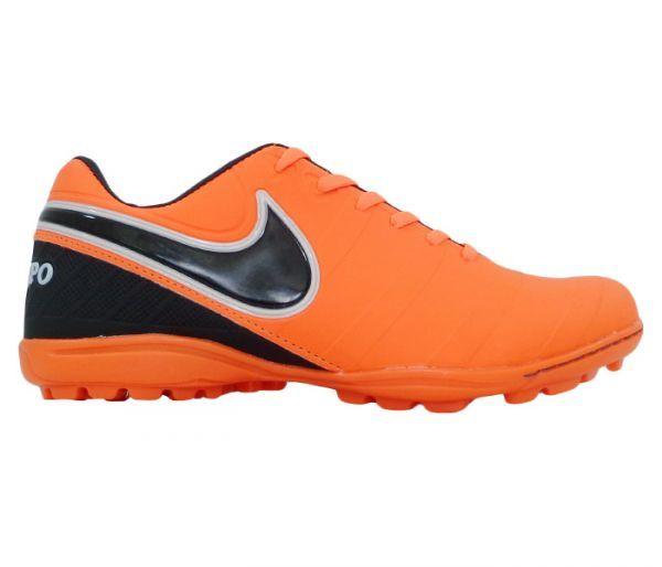 Chuteira Society Nike Tiempo Laranja e Preto - Cabedal confeccionado em  material sintético com relevos. 1bf5f6c7508b3