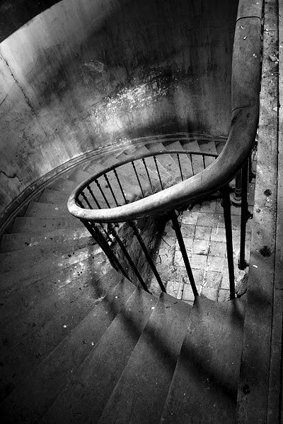 Best Old Stairs Swirl Abandoned Stairway Staircase Spiral 400 x 300