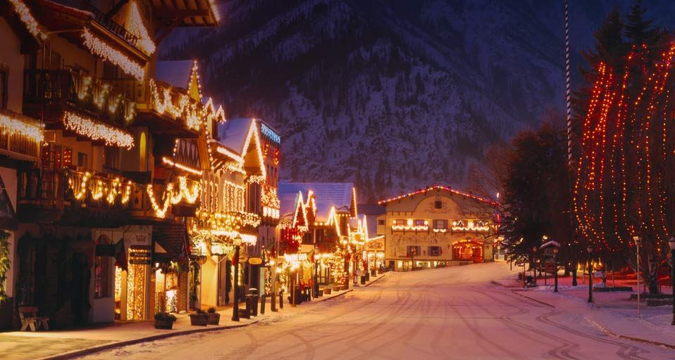 Christmas Lighting Festival In The Bavarian Style Village Of Leavenworth Washington Romantic Winter Getaways Winter Getaway Couple Getaway