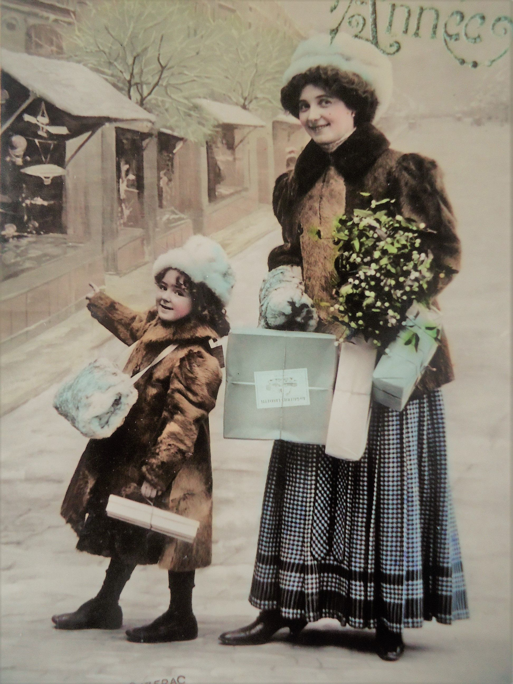 Antique Christmas postcard -Girl child, woman mother daughter, shopping presents  parcels, roa… | Christmas postcard, Antique christmas, Christmas tree with  presents