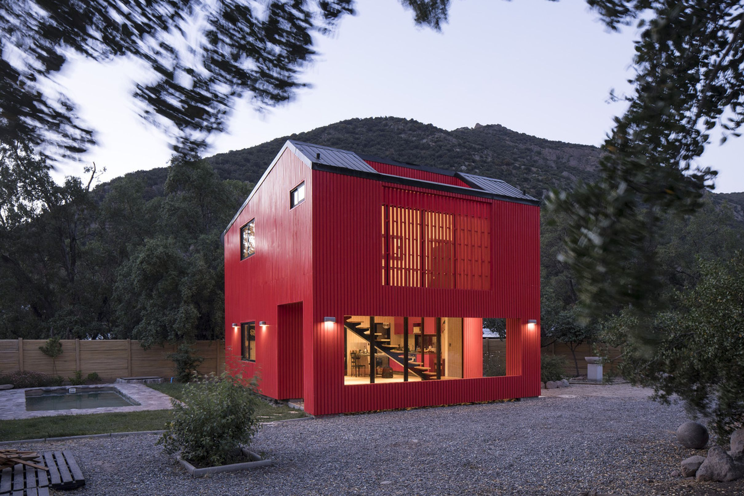 Best Bright Red Prefab Home Could Pass For A Modern Barn 400 x 300