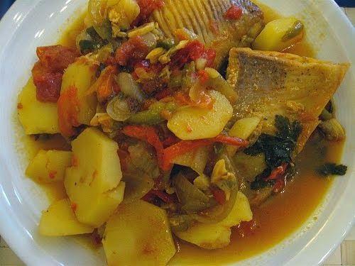 Hoje trazemos para si mais uma sugestão bem tradicional. Na Madeira, a caldeirada de peixe é conhecida por caldeira, por ser feita apenas c...