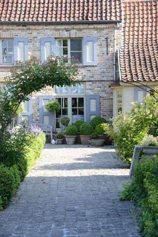 Viale cobblestones, potted topiaries Vertical garden