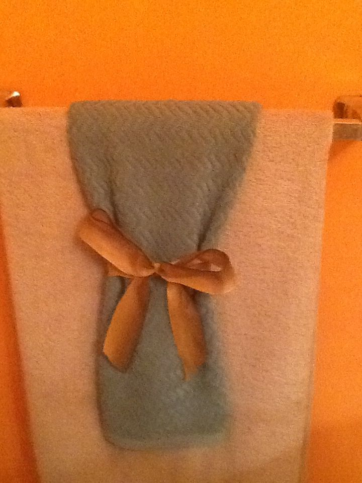 Guest bath towels with bow