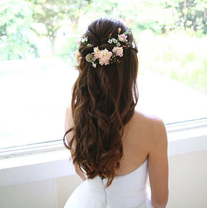 Partial updo bridal hairstyle - Half up half down wedding hairstyles #weddinghair #weddinghairstyles #updo #bridalhair #weddinghairideas #bride #partialupdo #hairstyles