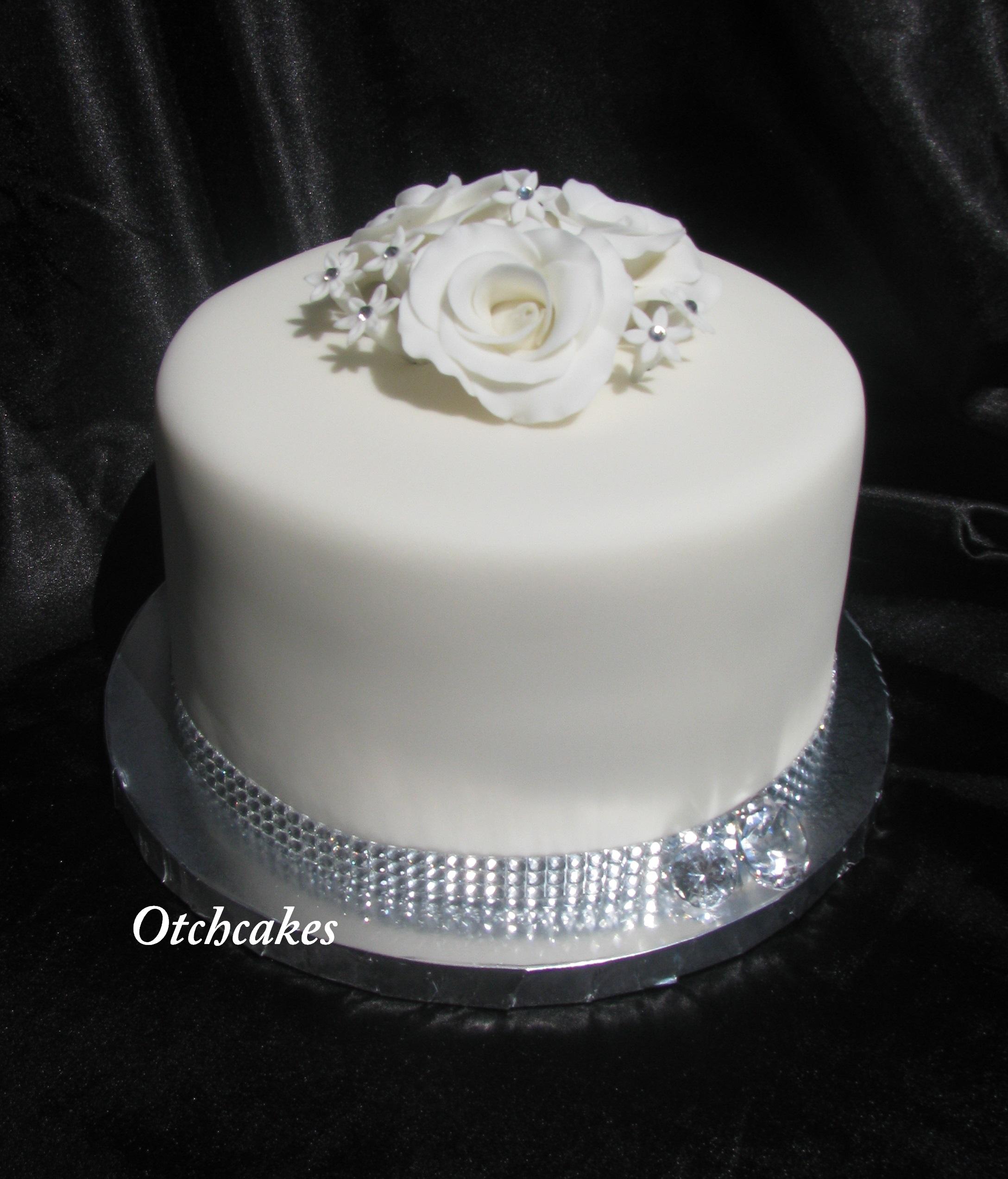 1 single Tier, white roses, white flowers, bling fondant