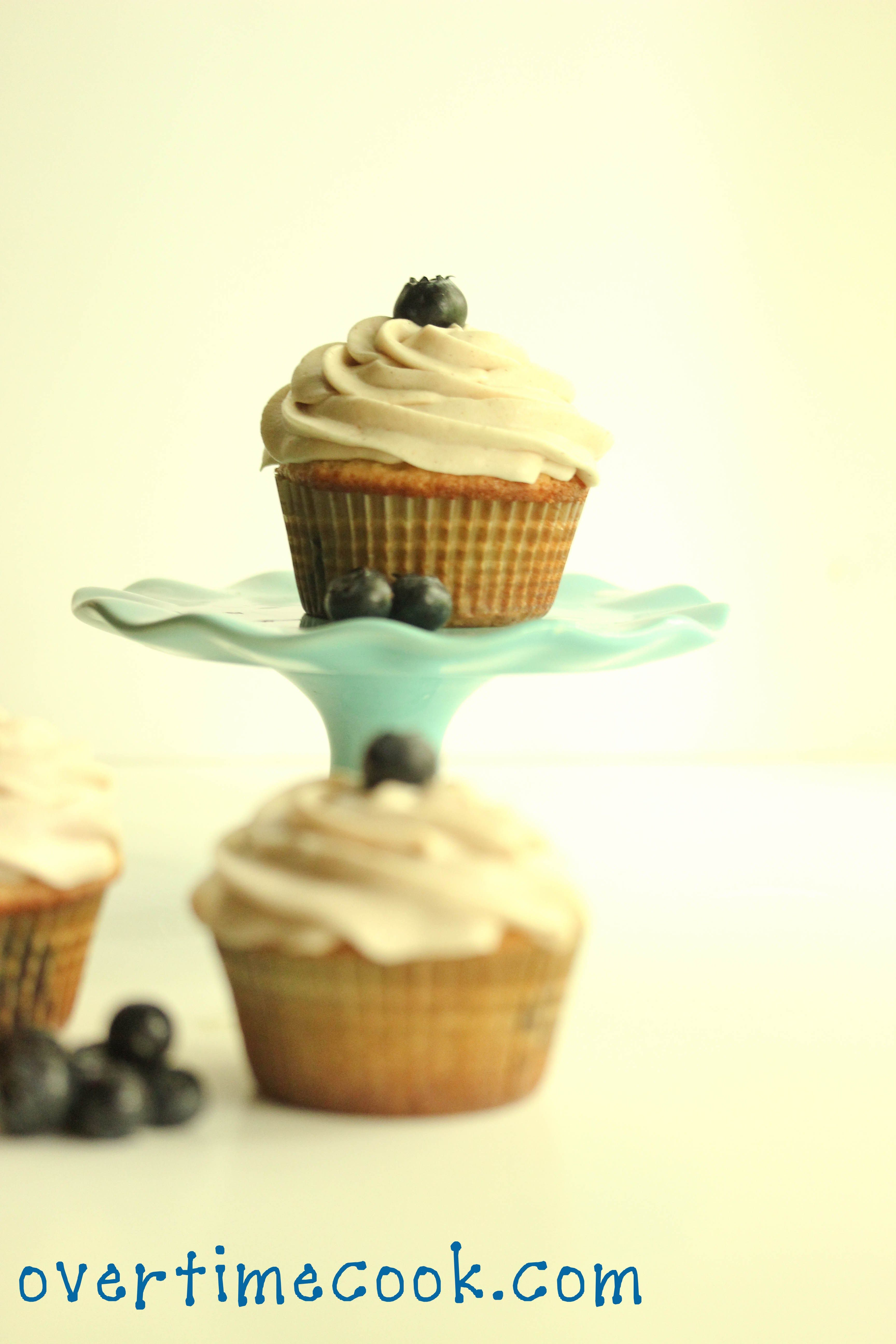 blueberry cupcakes with cream cheese frosting 3