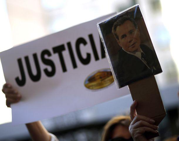 Intelectuales y artistas, 'contra el uso político de la muerte de Nisman'.