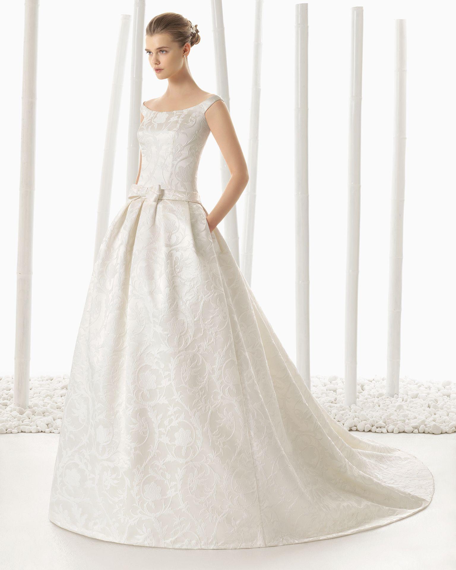 The 25 Most Pinned Wedding Dresses Of 2016: Vestido De Noiva De Brocado. Coleção 2016 Rosa Clará