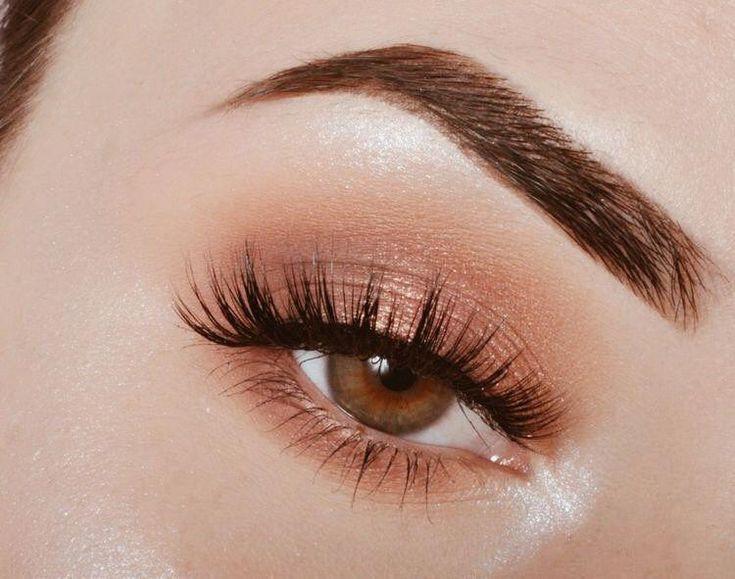 Azul oscuro + tono naranja: sombra de ojos tropical y maquillaje perfecto para el verano. #macmakeuplooks