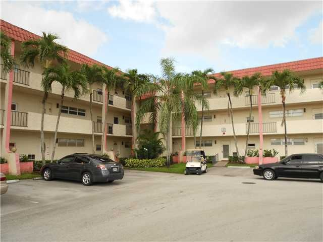 381 S Hollybrook Dr # 105, Hollywood FL, 33025  $59,900 | 1 br, 1 ba, 1-½ ba, 900 sqft  Take advantage of this great opportunity to own this spacious 1 bedroom 1 ? bath condo located in the graceful adult community of Hollybrook Golf and Tennis Club. This spacious unit features first floor entry, ceramic titling, and carpeting in the bedroom. This is a Fannie Mae HomePath property. Purchase this property for as little as 3% down. This property is approved for HomePath Financing.