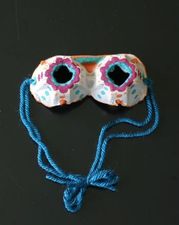 Kids craft on rainy days. Egg carton goggles.