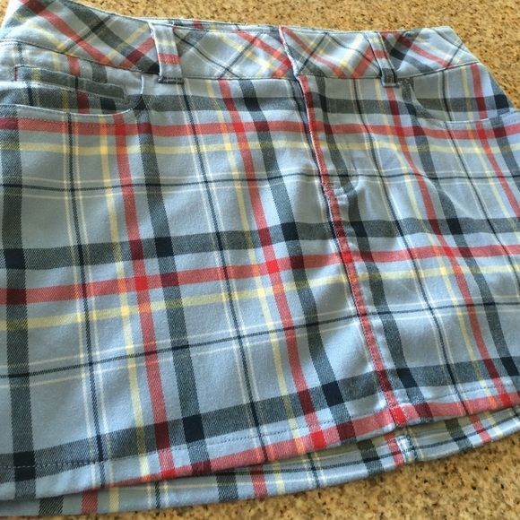 Abercrombie & Fitch plaid mini skirt has a nice stretch to it. 14 in from waist to hem. Abercrombie & Fitch Skirts Mini