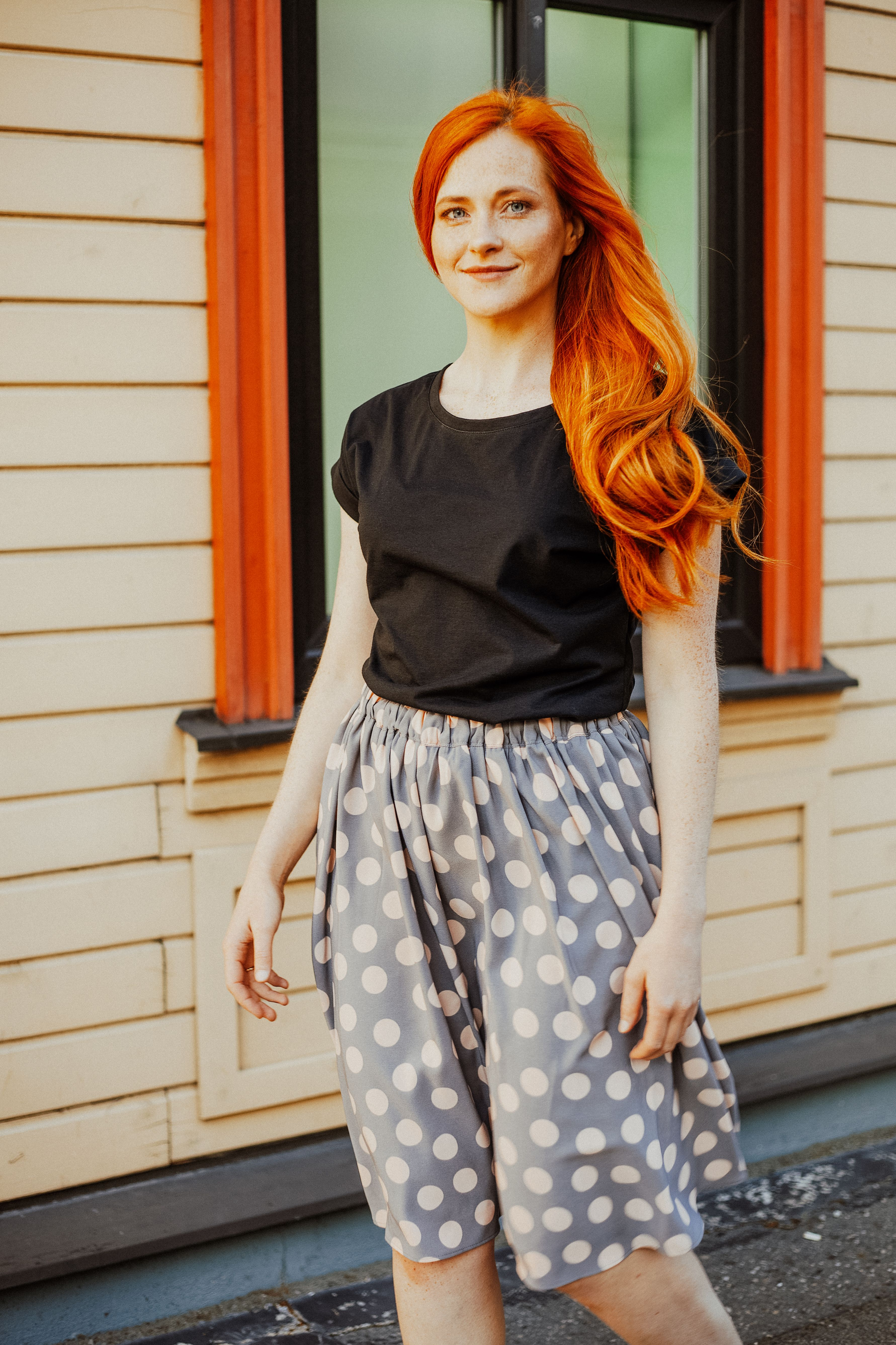 Polka dot skirt with pockets.Easy to style, suitable for all seasons. This skirt has an elastic waist and lining. Free shipping worldwide. #polkadotskirt #skirtoutfit #skirtwithpockets #summerskirt