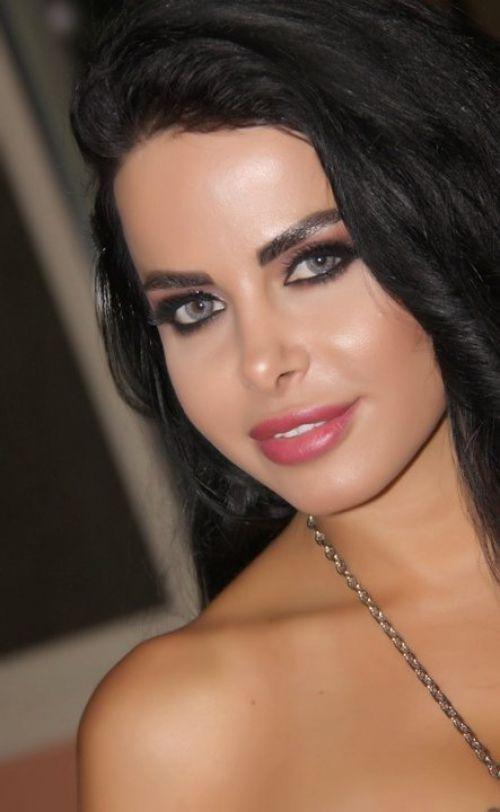 Beautiful Women In The World panosundaki Pin