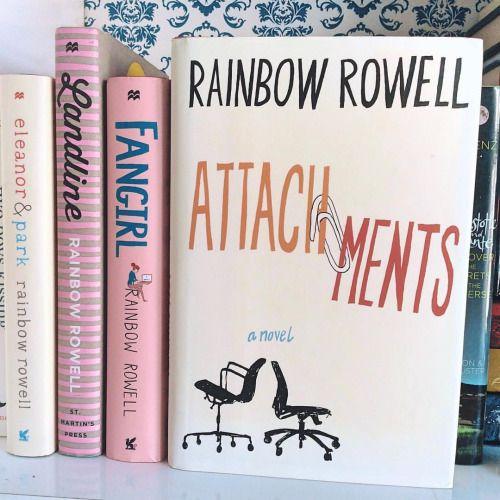 Anexos - Rainbow Rowell Esse foi o meu menos favorito da Rainbow, mas de forma alguma é um livro ruim. Achei ele muito leve e bem humorado. Ri várias vezes com a troca de mensagens das mulheres da história. Eu só tive um pouco de dificuldade de me...