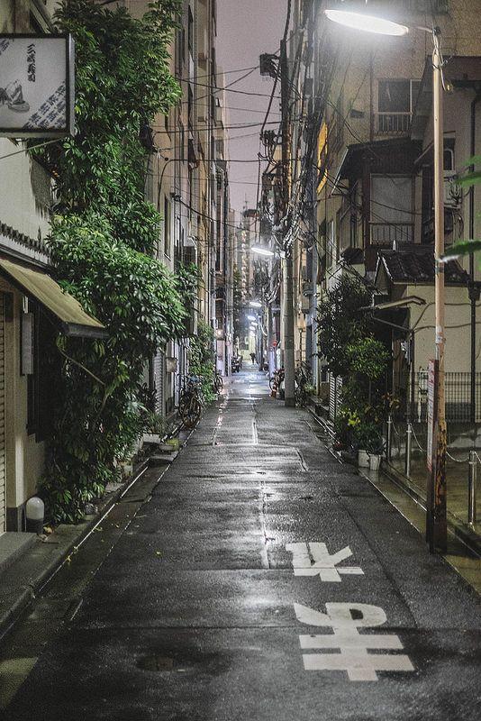Tokyo, Japan by Ola Jacobsen 일본/길거리/배경/전봇대/가로등