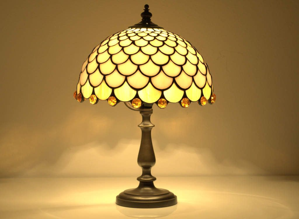 Fish Scale Table Lamp 8 Stained Glas Shade Stained